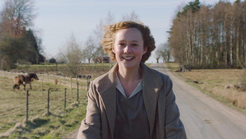 Alba August begeistert als junge Astrid.
