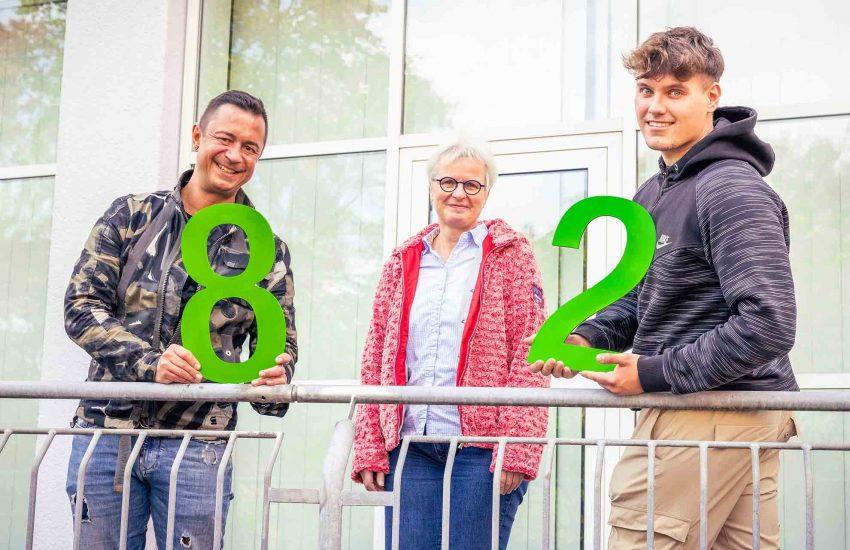 Sabine Dreßler (m.), Leiterin der Pflegeschule der St. Elisabeth Gruppe, begrüßte Sven Hülzenbecher (l.) und Florian Eberhardt (r.) stellvertretend für 82 Auszubildende zur Pflegefachkraft.
