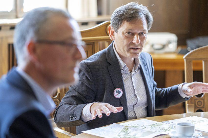 Oberbürgermeister Dr. Frank (SPD) bei einer Pressekonferenz im Rathaus in Herne (NW), am Freitag (15.05.2020).