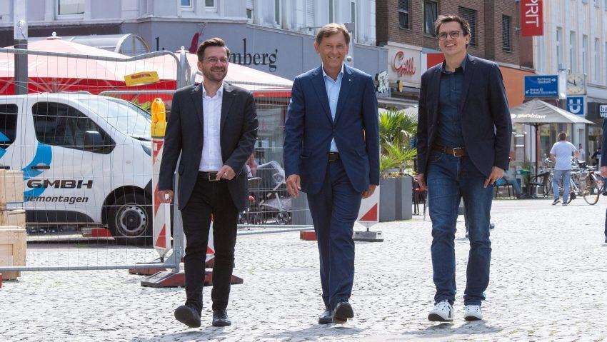 Beim gemeinsamen Gespräch: (v.li.) Thomas Kutschaty, Vorsitzender der SPD-Landtagsfraktion, Dr. Frank Dudda und Alexander Vogt, Landtagsabgeordneter.