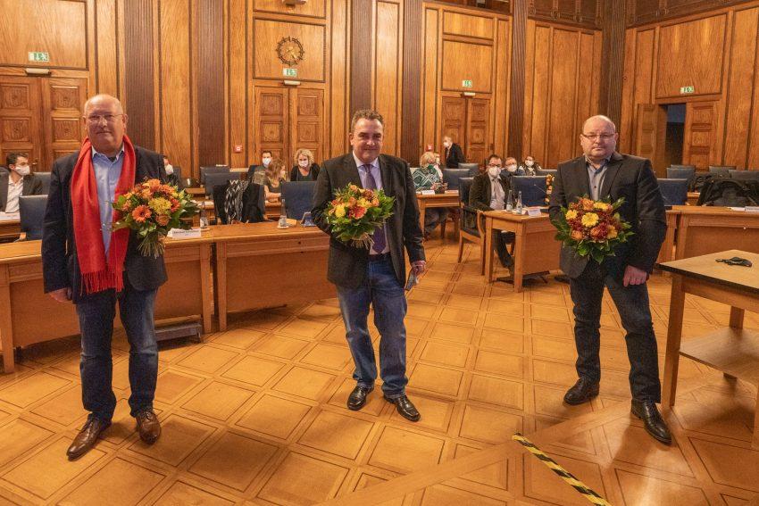 Nach der Wahl: v.l. Blumen für Karl Josef Schleußner, Peter Bornfelder und Christoph Nott.