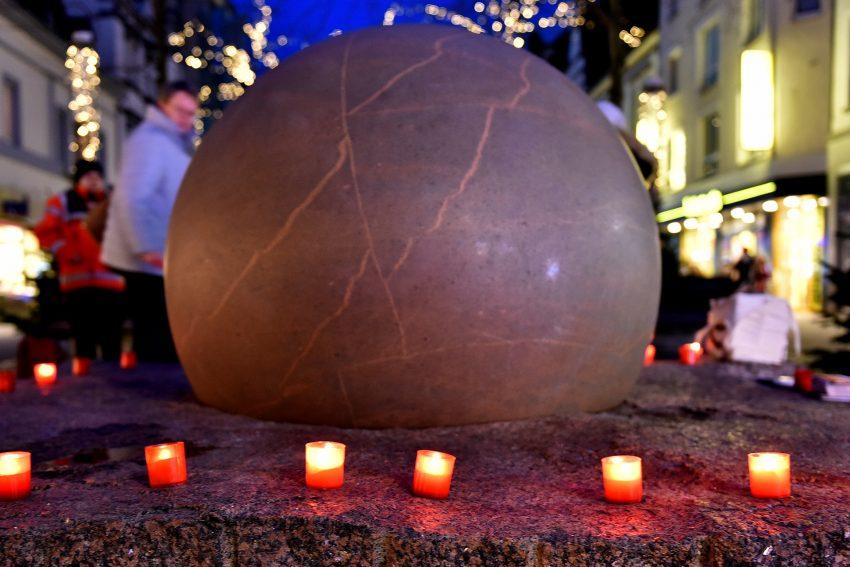 Lichterkette zum internationalen Tag - Gegen Gewalt an Frauen.