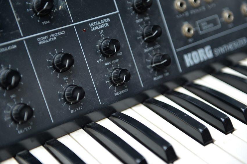 Synthesizer der 80er Jahre.