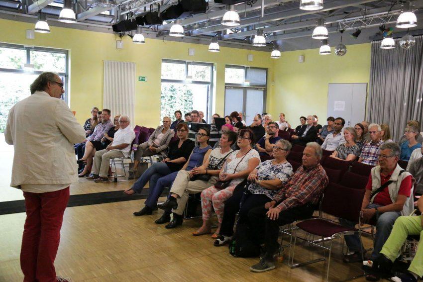 Feierstunde zur 6. Demokratie-Konferenz und 10 Jahre Stadtteilzentrum Pluto.