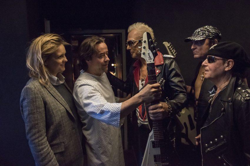 Neu im Kino: So viel Zeit - Steffi (Laura Tonke) und Rainer (Jan Josef Liefers) mit den Scorpions.