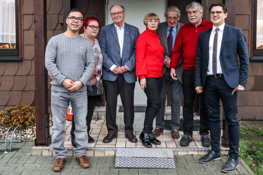 v.l. Nabi Noory (25 Jahre Mitgliedschaft); OV-Vorsitzende Elisabeth Majchrzak-Frensel, Manfred Eckenbach (50 Jahre), Renate König (50 Jahre), Josef Göbbeler (60 Jahre), Udo König (50 Jahre); Alexander Vogt.