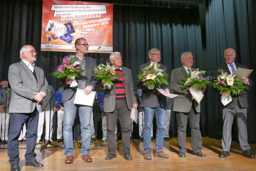 v.l. Günter Varney, Eduard Belker, Hermann Stelter, Reinhard Michalak, Gerhard Misterek, Jürgen Cokelc. 25 Jahre Verein zur Förderung der Stadtteilarbeit Röhlinghausen.