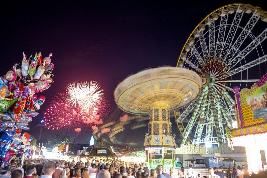 Abendliche Stimmung auf der Cranger Kirmes in Herne (NW), am Donnerstag (08.08.2019). An diesem Abend fand auch das Feuerwerk statt. Das Eröffnungsfeuerwerk am Freitag wurde wegen der Trockenperiode abgesagt.