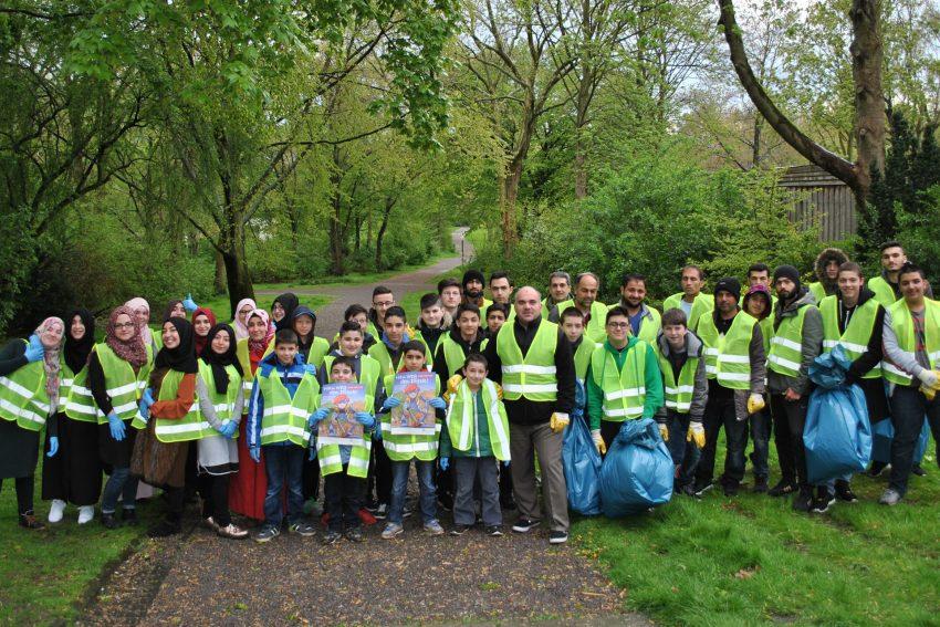 Müllsammel-Aktion Islamische Gemeinde.