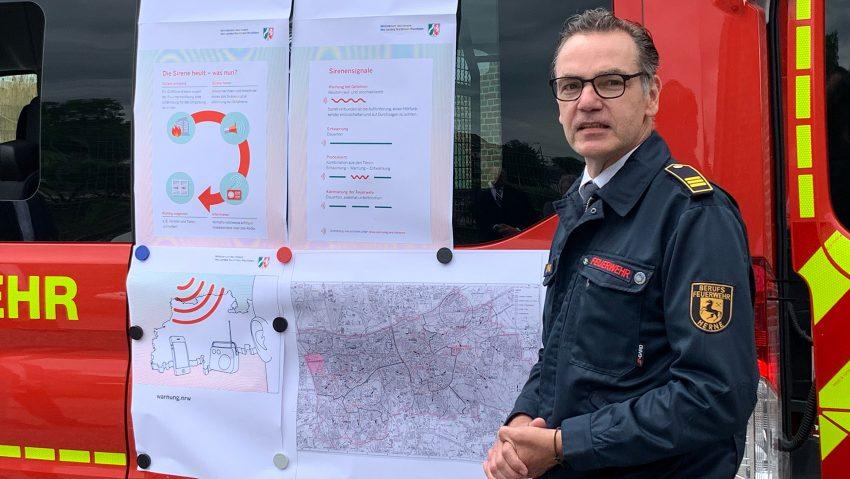Warn-Sirene an der Künstlerzeche Unser Fritz, im Bild Marco Diesing, stellvertretender Leiter der Feuerwehr Herne.