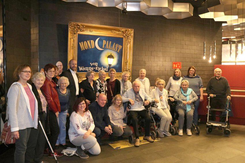 Bewohner der ASB-Pflegezentren Ruhrgebiet besuchten den Mondpalast.