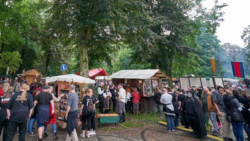 Viele Besucher waren zum Markt gekommen.