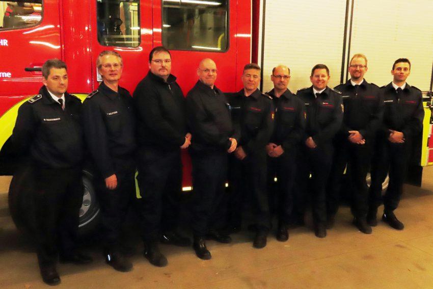 Die geehrten und beförderten freiwilligen Feuerwehrmänner