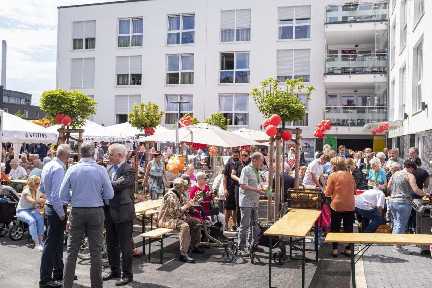 Sommerfest zur Eröffnung des Seniorencampus an der Forellstraße in Herne (NW), am Freitag (07.06.2019). Die barrierearmen Wohnungen der Johaniter sind nun fertig und zum größten Teil bezogen. Neueröffnet wurde auch die Schloss Apotheke von Mohammad Bassal.