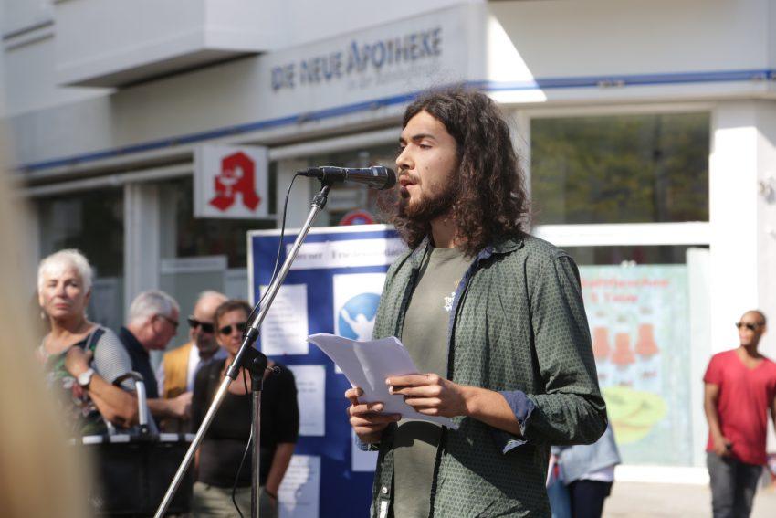 Dennis Kazakis. Anti-Kriegstag in Herne am Samtsta (1.9.2018) am Kugelbrunnen.