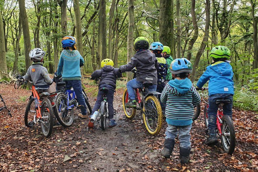 Wo geht's hin? Kleine Biker brauchen Platz für den Sport.