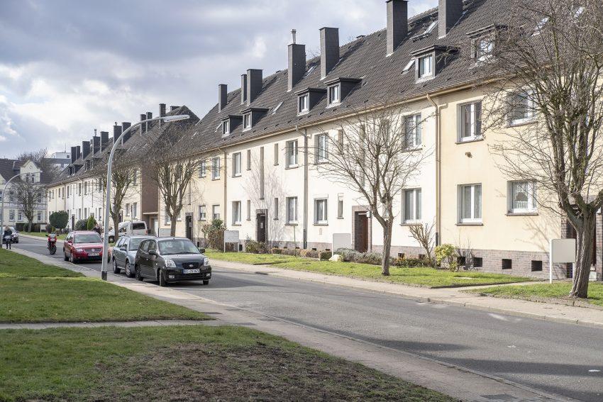 Wohnhäuser der Wohnungsgenossenschaft Herne Süd eG (WHS) in der Straße Am Westbach in Herne (NW), am Dienstag (19.02.2019). Im Bild die Häuser mit den ungeraden Hausnummern. Sie sollen abgebrochen werden und Platz für ein Neubauprojekt machen.