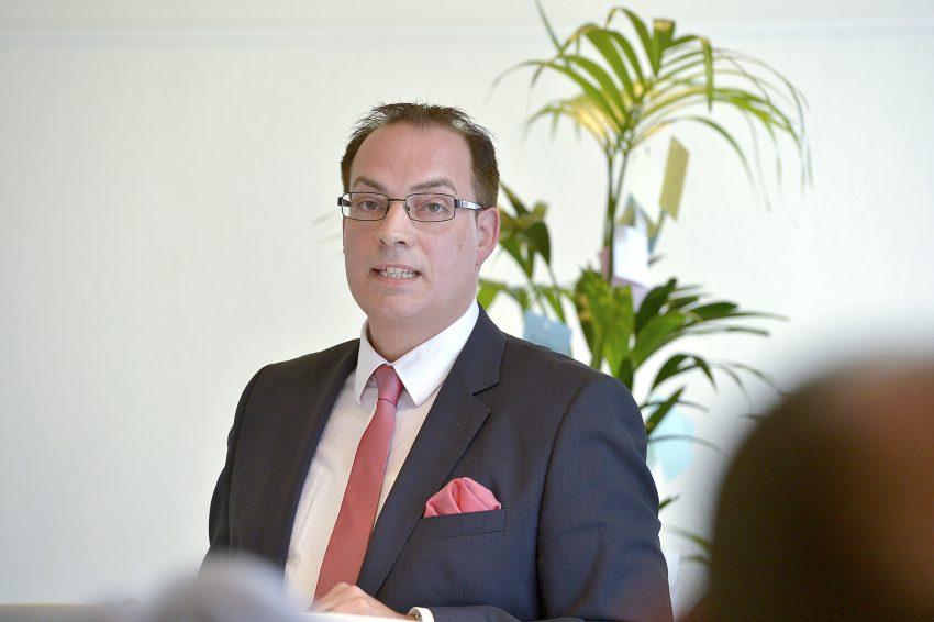 Dr. Sascha Dewender