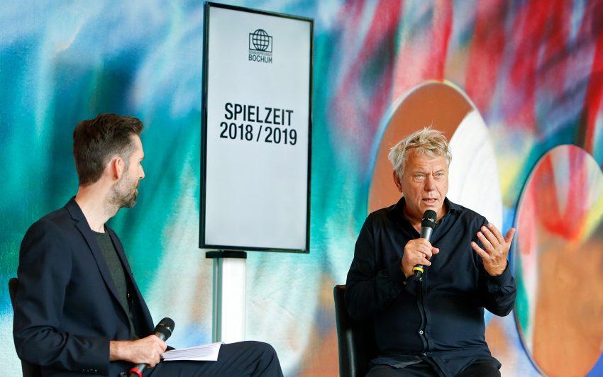 Vasco Boenisch und Johan Simons bei der Spielplan-Präsentation.