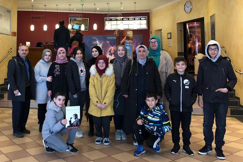 Mitglieder der Islamischen Gemeinde im Kino.