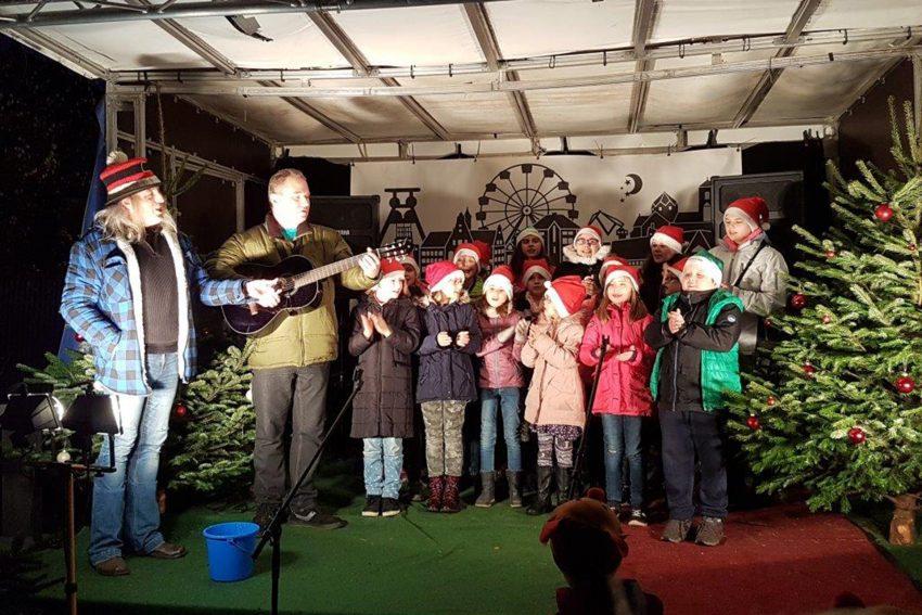 Graf Hotte (l.) mit den Sunrise-Kids.