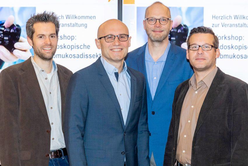Dr. Viktor Rempel (2. v. l), Chefarzt der Klinik für Gastroenterologie des St. Anna Hospital Herne, vermittelte in einem Workshop gemeinsam mit seinem Tutorenteam die Anwendung des ESD-Verfahrens.