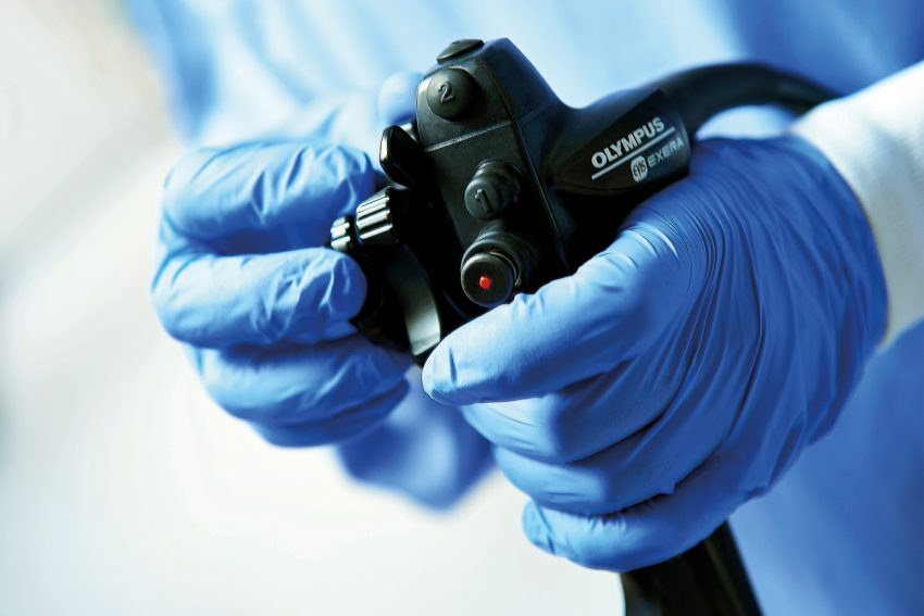 Ab dem 55. Lebensjahr finanzieren die Krankenkassen eine Vorsorge-Untersuchung des Darms per Koloskopie.