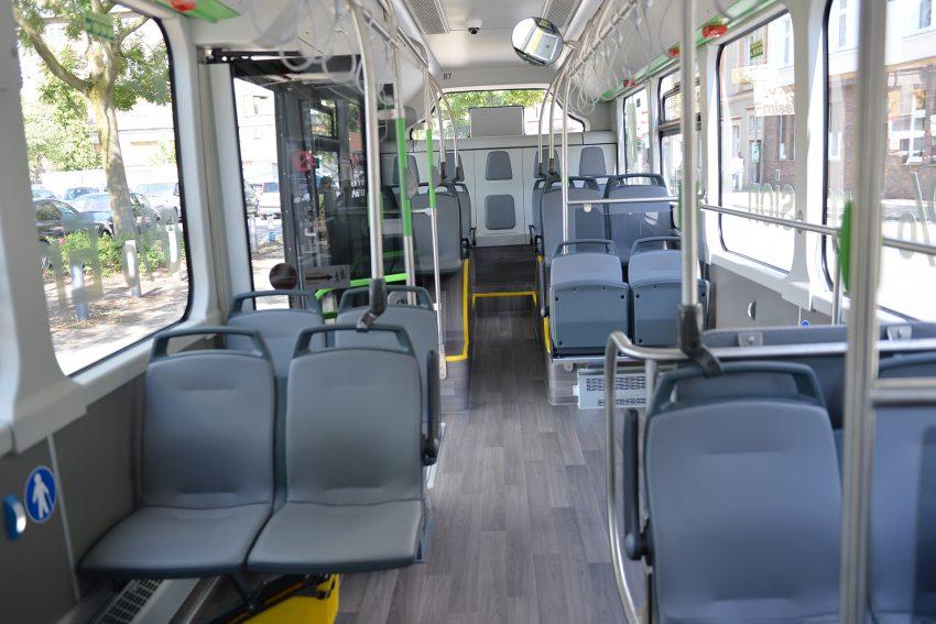 Der neue E-Bus der HCR kommt edel rüber: Ledersitze und (fast) ein Laminatboden.