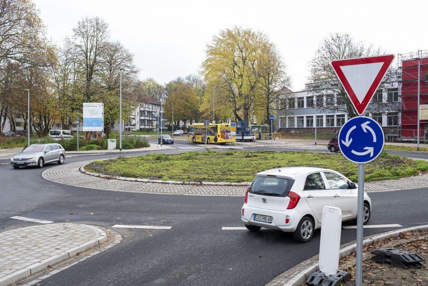 Der neue Kreisverkehr im Kreuzungsbereich Dorneburger Straße, Königstraße, Bielefelder Straße und Holsterhauser Straße im Stadtteil Eickel in Herne (NW), am Mittwoch (20.11.2019).