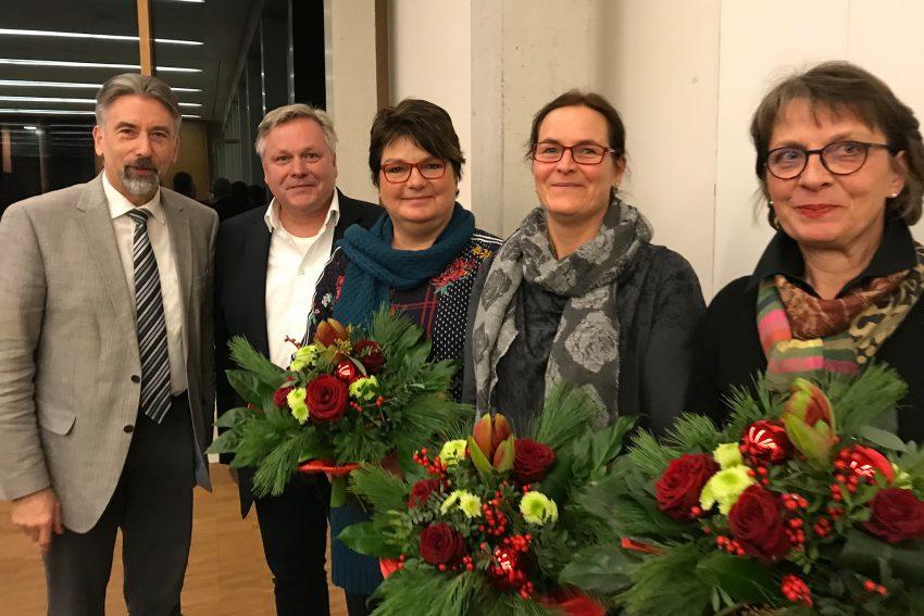 Superintendent Reiner Rimkus und Verwaltungsleiter Burkhard Feige mit den Mitarbeiterinnen aus der Finanzabteilung Susanne Totzek, Nadine Pehle und Sabine Fietz.