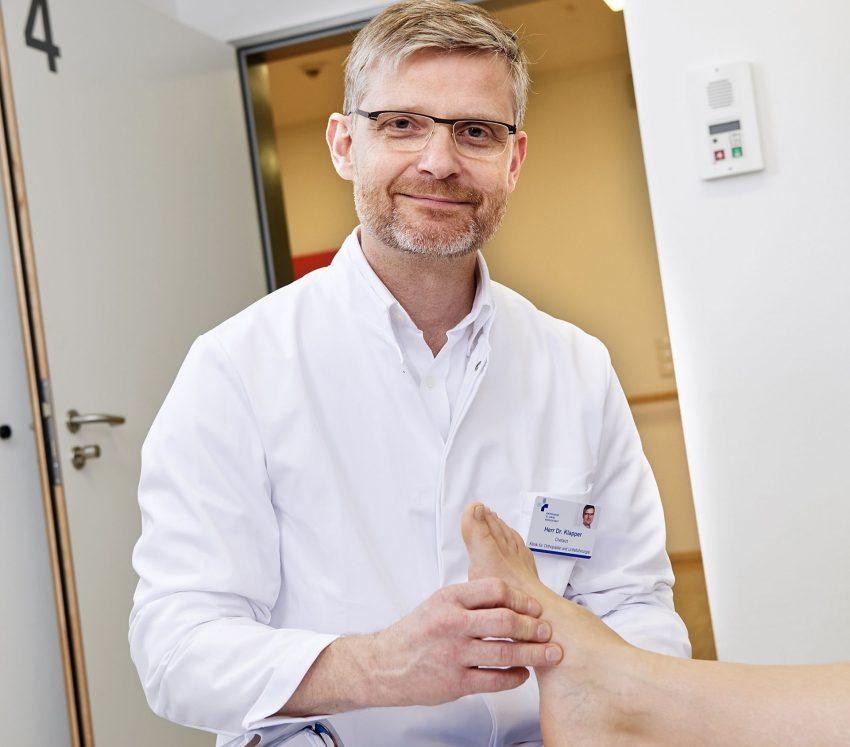 Dr. Uwe Klapper - orthopädischer Chefarzt am St. Rochus-Hospital.