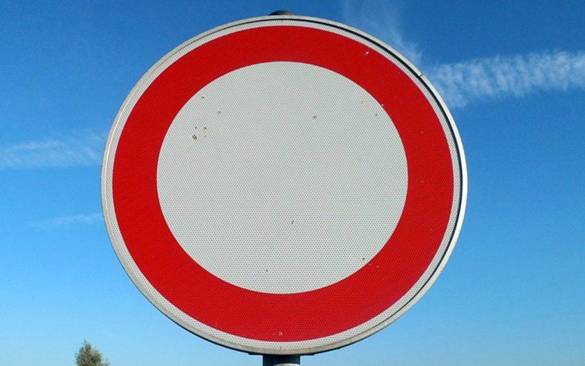 Durchfahrt verboten.