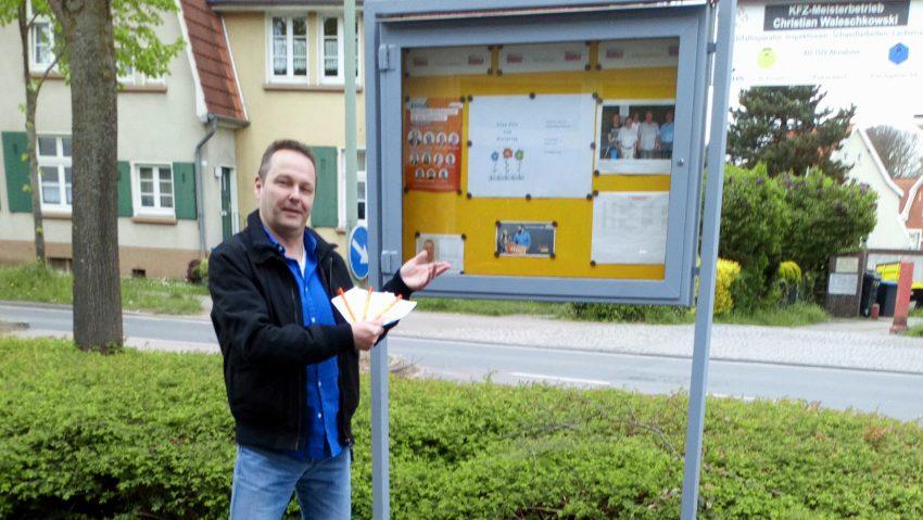Der CDU-Ortsverein Börnig/Holthausen verteilte mit seinem 1. Vorsitzenden Michael Umbach Postkarten statt Rosen zum Muttertag.