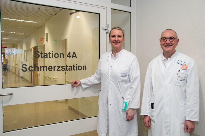 Dr. Katja Vogelsang und Prof. Dr. Eckhard Müller, Chefarzt Anästhesiologie, Intensiv-, Notfall- und Schmerzmedizin.