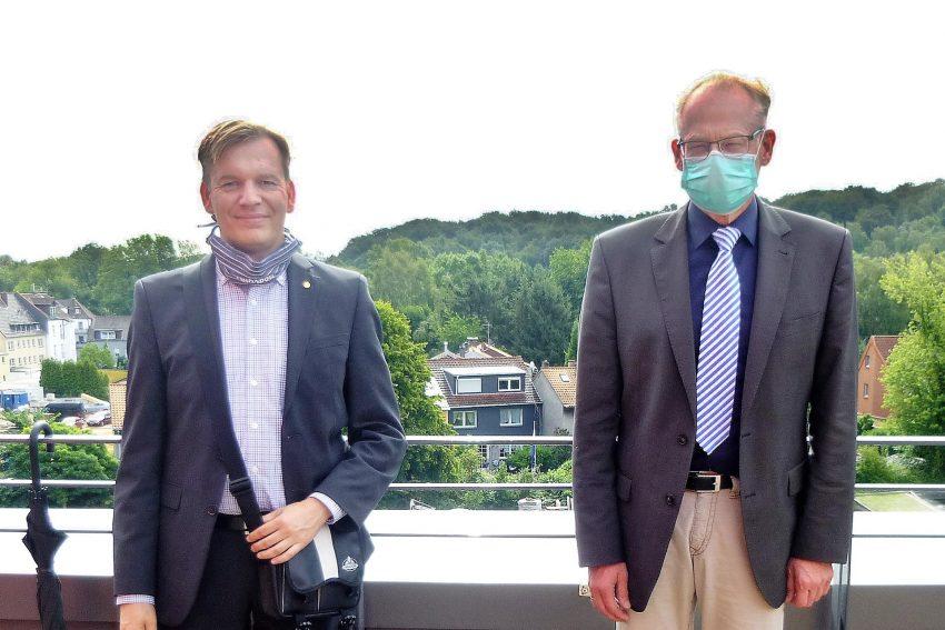 v.l. Bezirksbürgermeister Mathias Grunert und Theo Freitag Geschäftsführer der Elisabethgruppe.