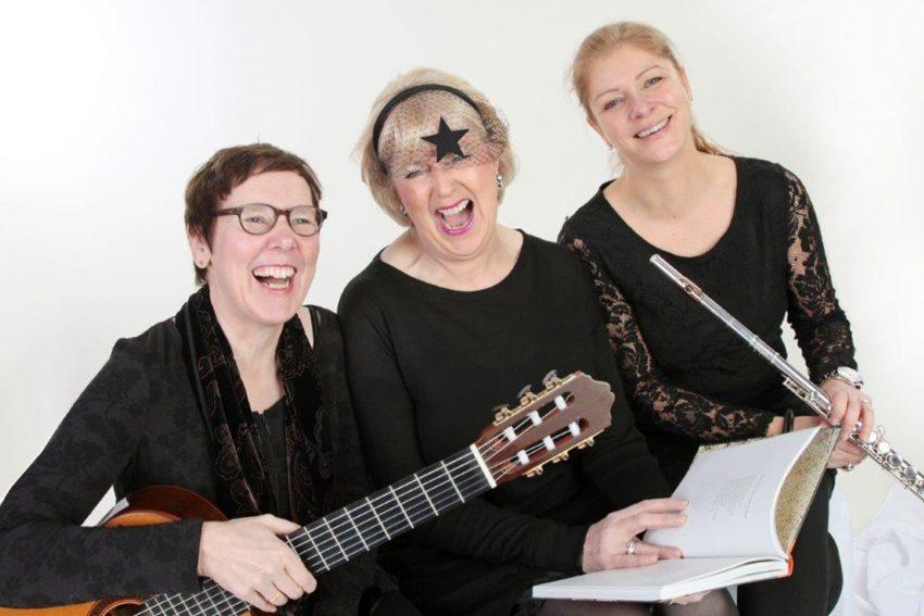 Die Künstlerinnen Musik und Poesie: Antje Simon (klassische Gitarre), Elisabeth Dieckhöfer und Kristin Seifert (Querflöte).