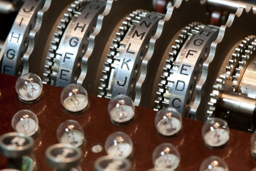 Detail der Enigma mit vier Walzen.