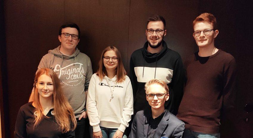 v. l. Fabian May, Miriam Bitter, Manuel Wagner, Jan Krawiec; vorn: Corinna Eink und Joshua Gerken