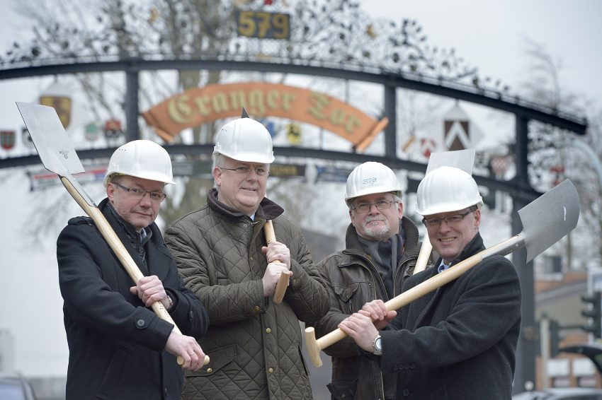 v.l. Thomas Eckmann (Projektleiter Telekom), Stadtdirektor Dr. Hans Werner Klee, Manfred Tiedtke (STG Braunsberg), Frank Neiling (kommunaler Ansprechpartner).