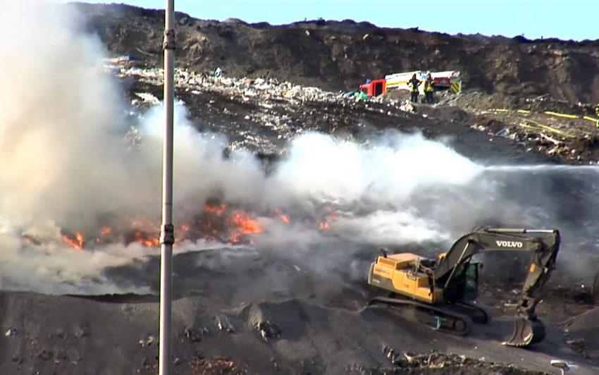 Brand in der Zentraldeponie im Emscherbruch.