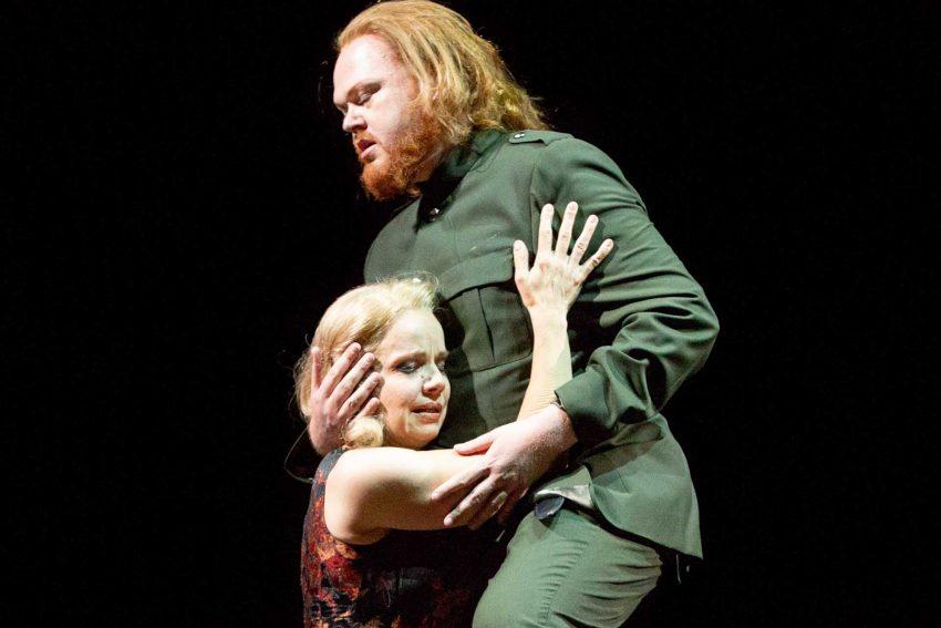 Nabucco - Verbotene Liebe: Anke Sieloff und Martin Homrich.