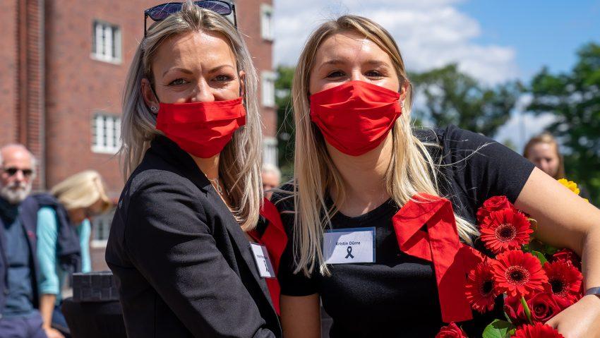 Internationaler Tag der Erinnerung an Drogentote am Buschmannshof mit der Aidshilfe, (v.li.) Vorsitzende Kristin Pfotenhauer, Stellvertreterin Kristin Dürre.