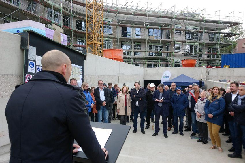 Thomas Bruns spricht beim Richtfest am Lohofbogen.