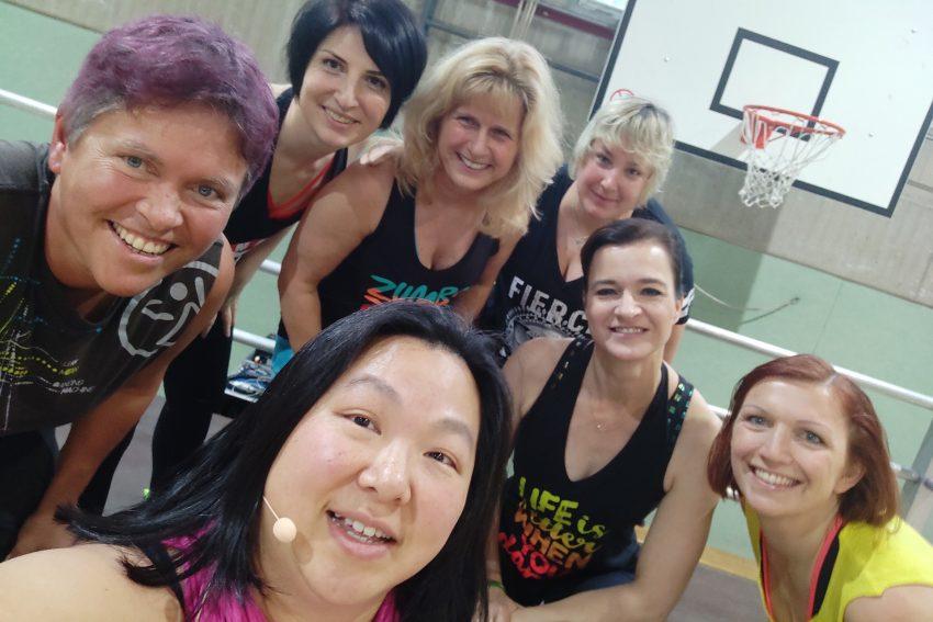 Sieben Trainerinnen sorgen beim Fitness Special 2020 für Power.