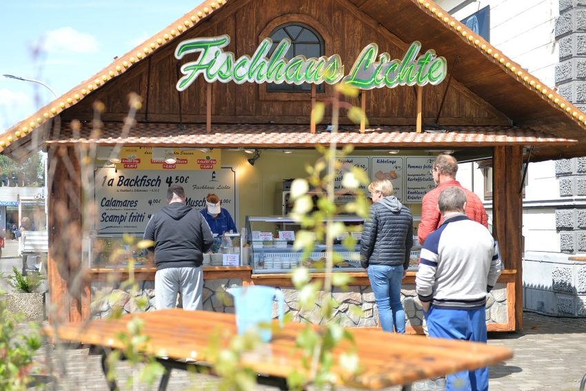 Der Fisch-Verkaufsstand der Familie Lichte auf dem Gelände der Firma Klaeser.