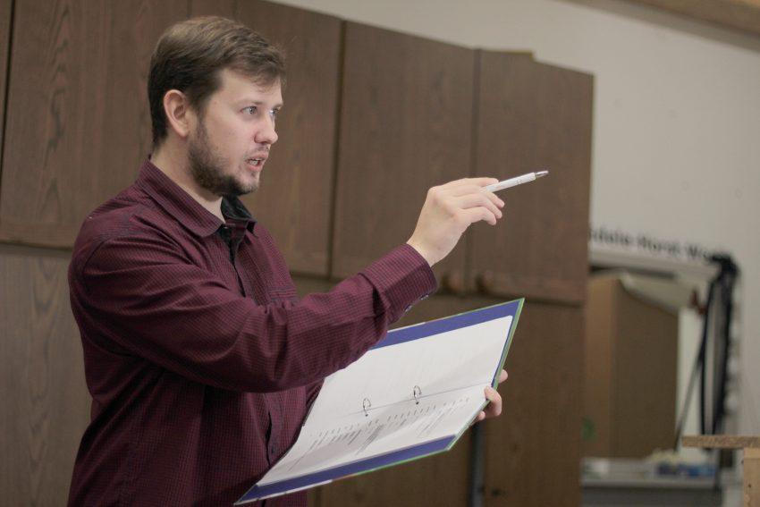 Fidele Horst probt das neue Stück. Tobias Weichert hat den Regiestab von seinem Vater Olaf Weichert übernommen.