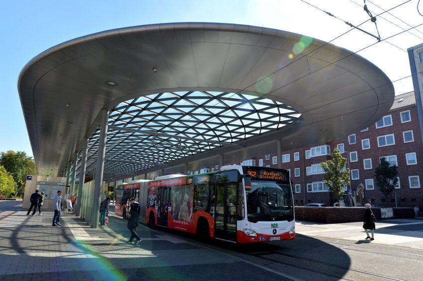 Der Busbahnhof am Buschmannshof.