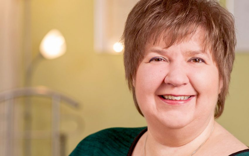 In Deutschland leiden laut dem Robert-Koch-Institut 90 Prozent der Bevölkerung in den dunklen Monaten an Vitamin-D-Mangel. Als Folge kann es sogar zu Osteoporose kommen. Elisabeth Strüber beantwortet Fragen zum Thema.