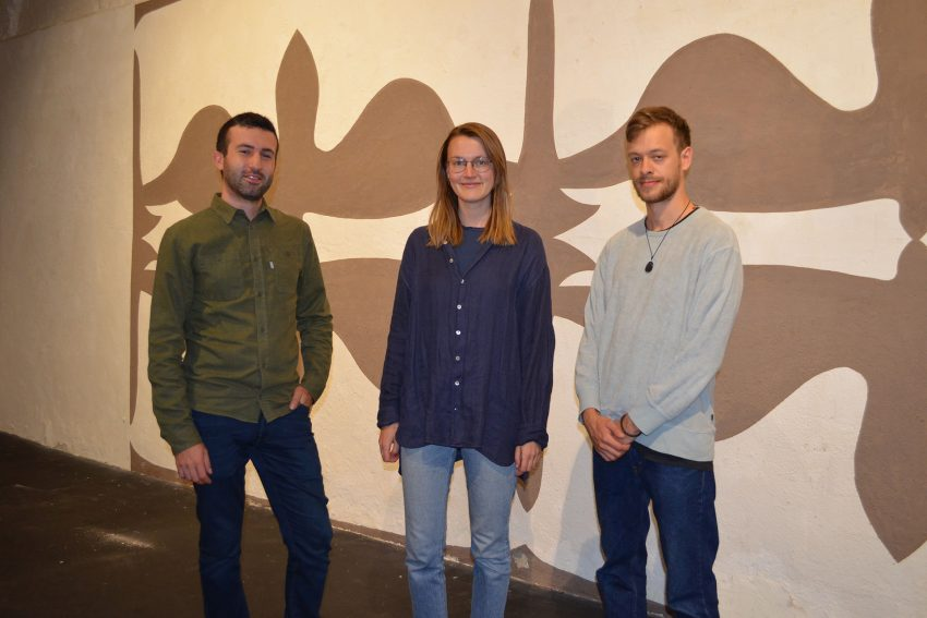 v.l. Francesco Marzano, Thea Henken und Leon Eckard sorgen nicht nur für den Sound der Ausstellung, sondern auch für eine Performance bei der Eröffnung.