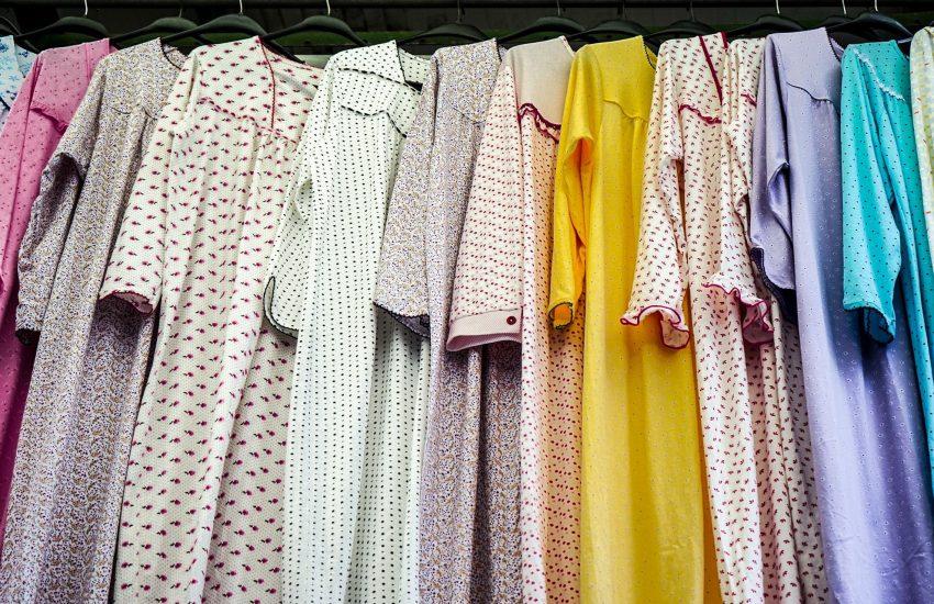 Ob aus Frottee oder Seide, als Nachthemd oder Schlafanzug - für jeden Geschmack gibt es den passenden
